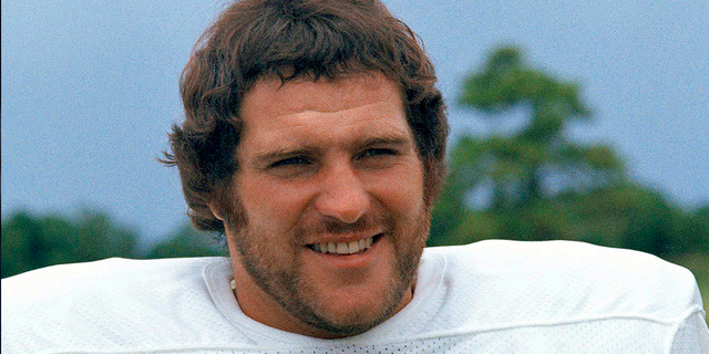 Miami Dolphins running back Jim Kiick is seen in a 1973 photo. (Associated Press)