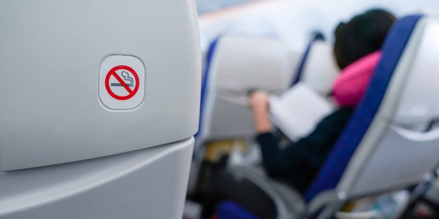 United Airlines to ban passengers without a face mask