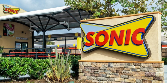 Sonic has updated its mobile app so customers at 1,000 locations can tip their carhops. (iStock)