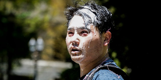 波特兰, OR - JUNE 29: Andy Ngo, a Portland-based journalist, is seen covered in unknown substance after unidentified Rose City Antifa members attacked him on June 29, 2019 in Portland, 俄勒冈州. Several groups from the left and right clashed after competing demonstrations at Pioneer Square, Chapman Square, and Waterfront Park spilled into the streets. 据警察, medics treated eight people and three people were arrested during the demonstrations. (Photo by Moriah Ratner/Getty Images)