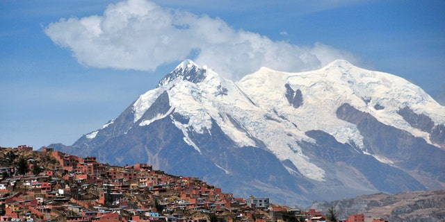 The southern suburbs of La Paz, Bolivia. Scientists say inhabitants of high-altitude areas are better equipped to handle the effects of coronavirus because they have adapted to low blood oxygen levels. (iStock)