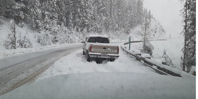 Heavy snow fell in Idaho on Wednesday morning, cuasing some vehicles to get stuck as up to 10 inches of snow was reported in some locations.