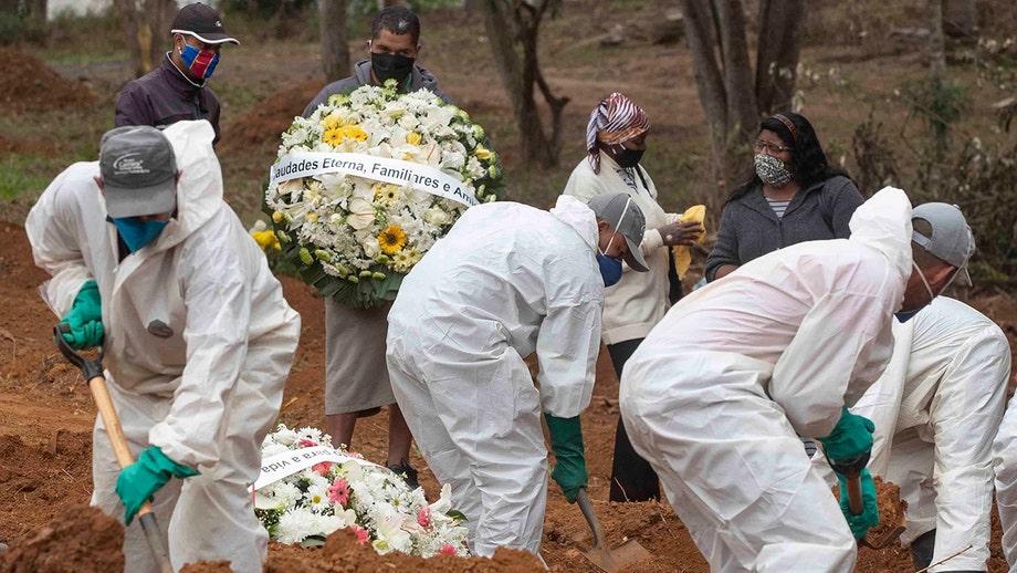 Worldwide coronavirus death toll reaches 400,000