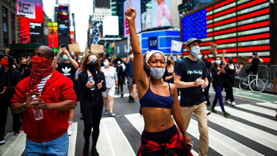 NYC braces: George Floyd protesters ignore earlier curfew, NYPD enforce new roadblocks