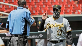 Pirates' Derek Shelton, umpire argue over ejection but make sure their faces were covered