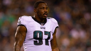 Eagles' Malik Jackson pulls sneaky move as refs spot football during game vs. 49ers