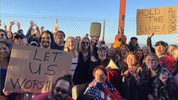 Hundreds protest California's singing ban at Golden Gate Bridge: 'Let us worship'