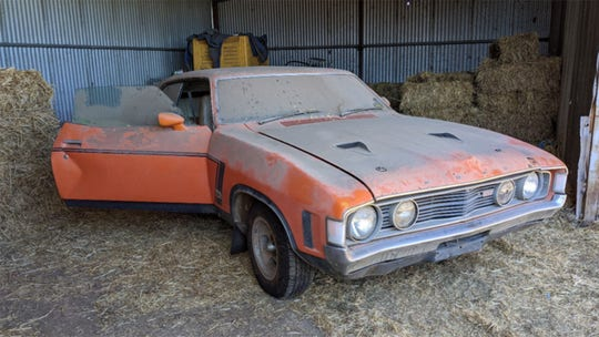 Ford Falcon parked in shed for 30 years sold for $215G