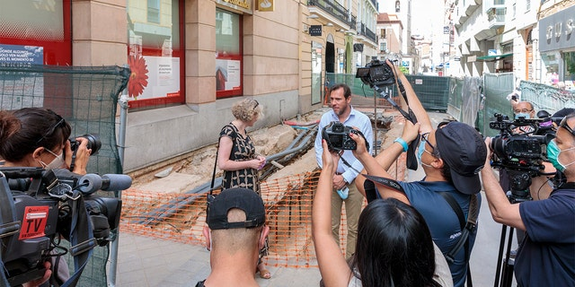 the Irish Ambassador to Spain, Síle Maguire, visited the excavation site with the Mayor of Valladolid Oscar Puente.