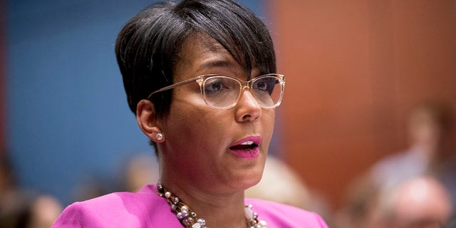 LÊER - In this July 17, 2019, lêerfoto, Atlanta Mayor Keisha Lance Bottoms speaks during a Senate Democrats' Special Committee on the Climate Crisis on Capitol Hill in Washington. (AP Photo / Andrew Harnik, lêer)