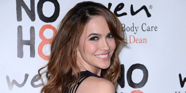 Actress Chrishell Stause appears in Netflix's 'Selling Sunset,' where she revealed that Justin Hartley told her he'd filed divorce papers over text. (REUTERS/Phil McCarten)