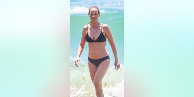 Helen Hunt hits the beach in Malibu, California.