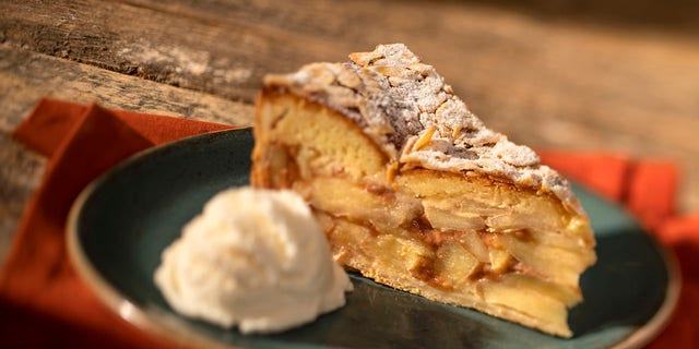 The parks blog recently shared step-by-step instructions for the traditional treat, as prepared by the Whispering Canyon Café at Disney's Wilderness Lodge in Orando, Fla.