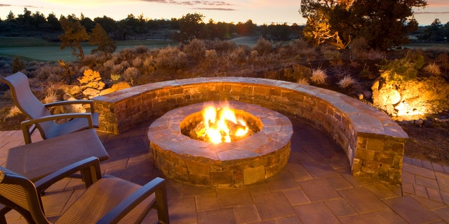 The ever-versatile outdoor fireplace can burn propane, natural gas, or wood, and quickly cozy up the ambiance of an outdoor area.