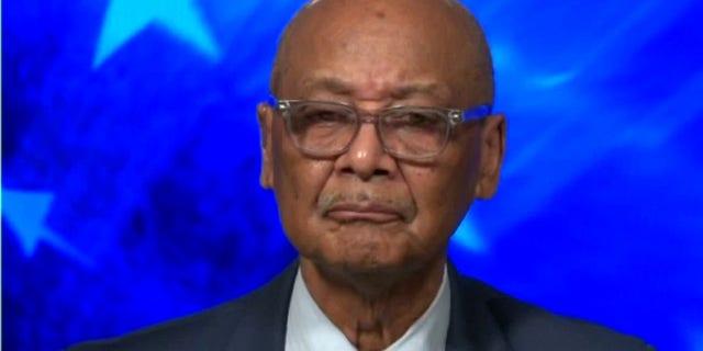 باب وودسون پدر ، فعال حقوق مدنی قدیمی و بنیانگذار مرکز وودسون که مدتهاست با نظریه انتقادی نژاد مخالف است ، نامه را سازماندهی کرد.