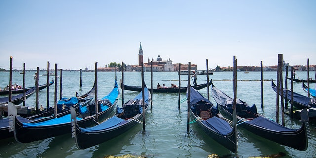 Venice: Tubby tourists force Venice gondoliers to slim down numbers
