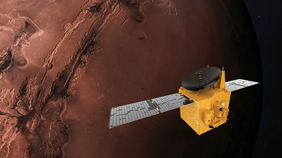 Mars has lakes with liquid water that could be home to life: 연구