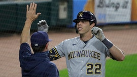 Brewers' Christian Yelich hits 'the luckiest home run in baseball history' vs. White Sox