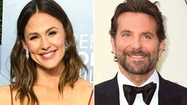 Bradley Cooper and Jennifer Garner enjoy a beach day together