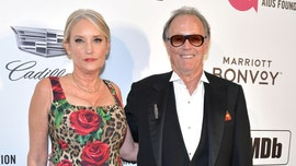 Peter Fonda's widow suing hospital and doctors over his lung cancer death: report