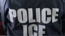 Bend, Oregon activists block in ICE bus, prompting federal agent response