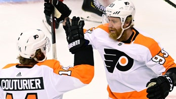 Hart shuts out Canadiens in Flyers' 1-0 Game 3 victory