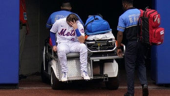Mets' Jeff McNeil carted off the field after making sensational catch, crashing into wall