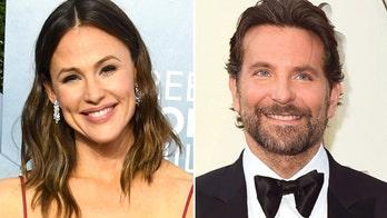 Bradley Cooper and Jennifer Garner enjoy a beach day together