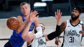 Porzingis out for rest of first round with right knee injury