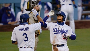 Betts ties MLB mark with 3 of Dodgers' 6 HRs in rout of Pads