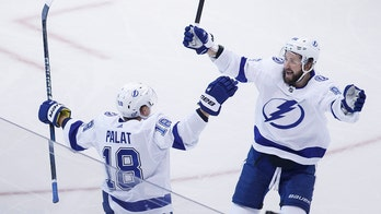 Palat scores twice, Lightning beat Bruins to lead series 3-1