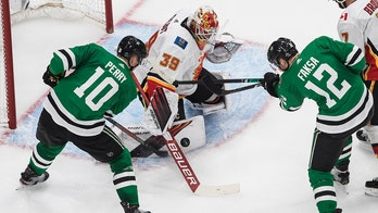 Stars get late goal for 5-4 win over Flames to even series