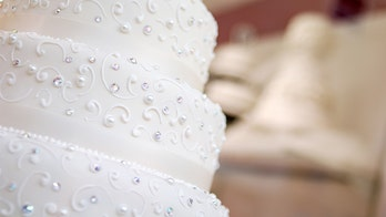 Couple shamed over 'tacky' cake, critics say they'll get divorced