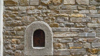 Tuscany brings back 'wine windows' used during the plague