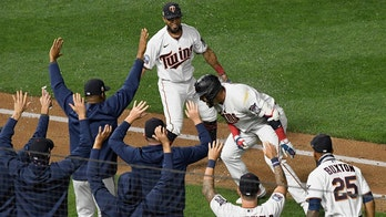 Twins practice socially distant celebrations with phantom high-fives, hugs in fourth straight win