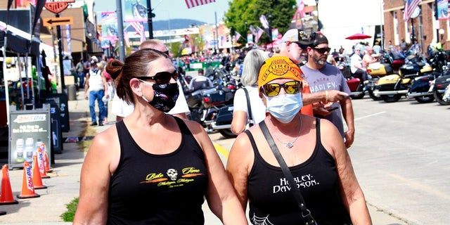 Among the crowds of people in downtown Sturgis, a handful wore face masks to prevent the spread of COVID-19. (AP Photo/Stephen Groves)