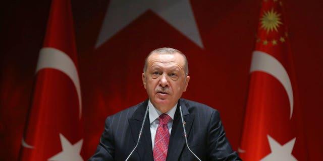 Tổng thống Thổ Nhĩ Kỳ Recep Tayyip Erdogan phát biểu trước các đảng viên của mình, tại Ankara, Thổ Nhĩ Kỳ, thứ Năm, ngày 13 tháng 8 năm 2020.