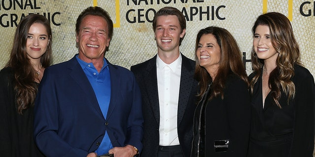 (L-R) Christina Schwarzenegger, Arnold Schwarzenegger, Patrick Schwarzenegger, Maria Shriver and Katherine Schwarzenegger attend the premiere of National Geographic's 'The Long Road Home' at Royce Hall on October 30, 2017 로스 앤젤레스, 캘리포니아.