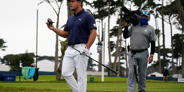 Bryson DeChambeau holds his broken driver on the seventh hole during the first round of the PGA Championship golf tournament at TPC Harding Park in San Francisco on Thursday, August 6, 2020.  (AP Photo / Jeff Chiu)