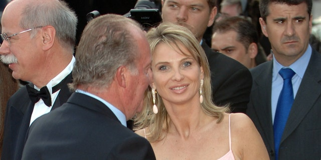 Spanish King Juan Carlos of Spain (엘) and Corinna zu Sayn-Wittgenstein attend the Laureus Sports Awards 2006, at Parc del Forum on May 22, 2006 in Barcelona, Spain.