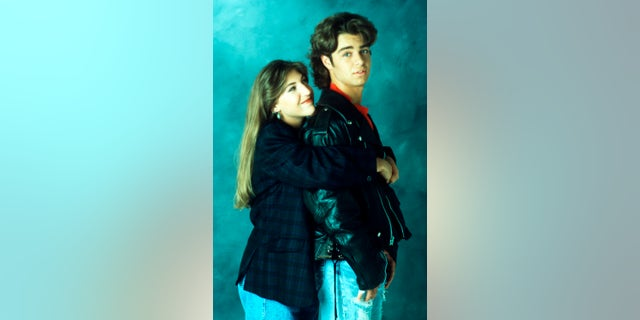 Mayim Bialik and Joey Lawrence in