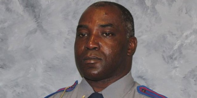 Mississippi trooper fatally shot working part-time job driving USPS mail truck: reports 54