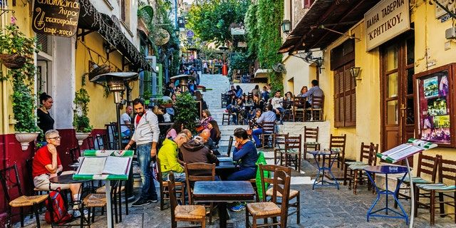 A greek restaurant called out a social media influencer for requesting a free meal as restaurants across the globe struggle to bounce back during the coronavirus pandemic. (iStock).