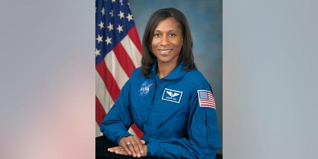 Photo Date: September 30, 2009 Location: Bldg. 8, Room 272 Photo Studio Subject: Official Astronaut portrait of Jeanette Epps Photographer: Robert Markowitz (Credits: NASA)