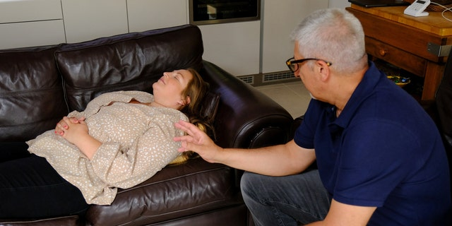 Edgar visited hypnotherapist Russell Hemmings, who coached her using cognitive behavioral therapy and hypnotherapy in the hopes of helping her overcome her phobia.