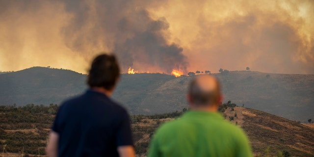 Around 500 people were evacuated and thousands of hectares already burned in a wildfire that began on Thursday in the southern region of Andalusia, in Huelva.