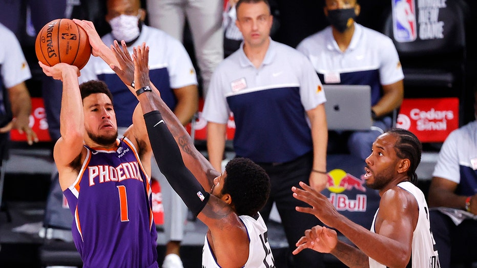 Suns' Devin Booker nails turnaround game-winning jumper over ...