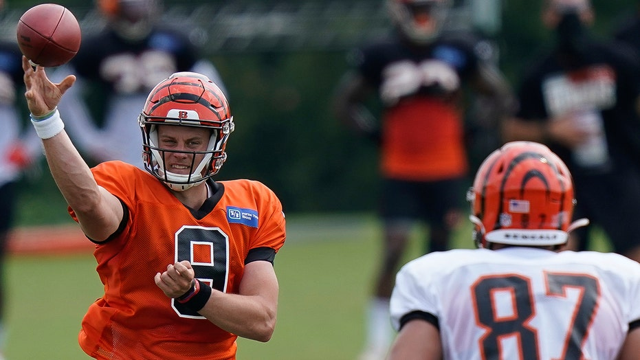 Bengals rookie QB Joe Burrow scores first NFL touchdown vs. Chargers