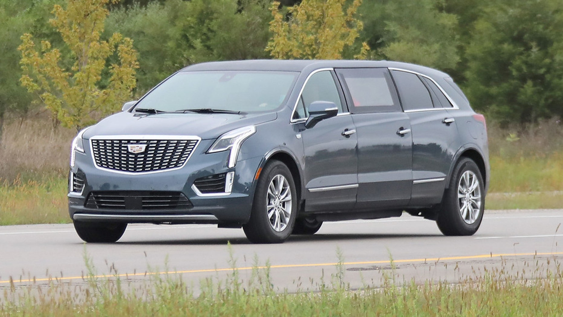 next cadillac xt5 limousine caught on cameraauto paparazzo