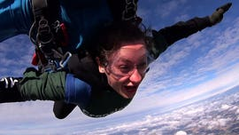 Man proposes to girlfriend after skydiving from 13,000 feet